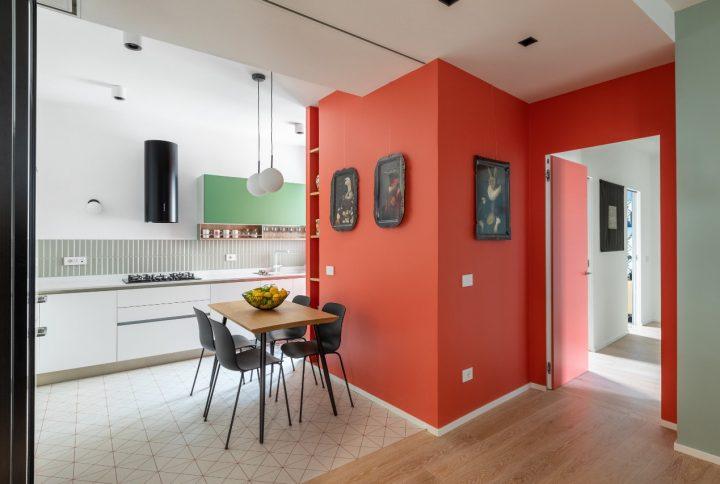Uma sinfonia de cores no apartamento reformado por Maurizio Giovannoni em Roma